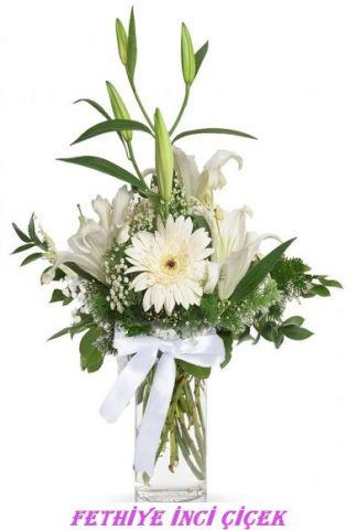 Vazoda Beyaz Gerberalı Lilyum